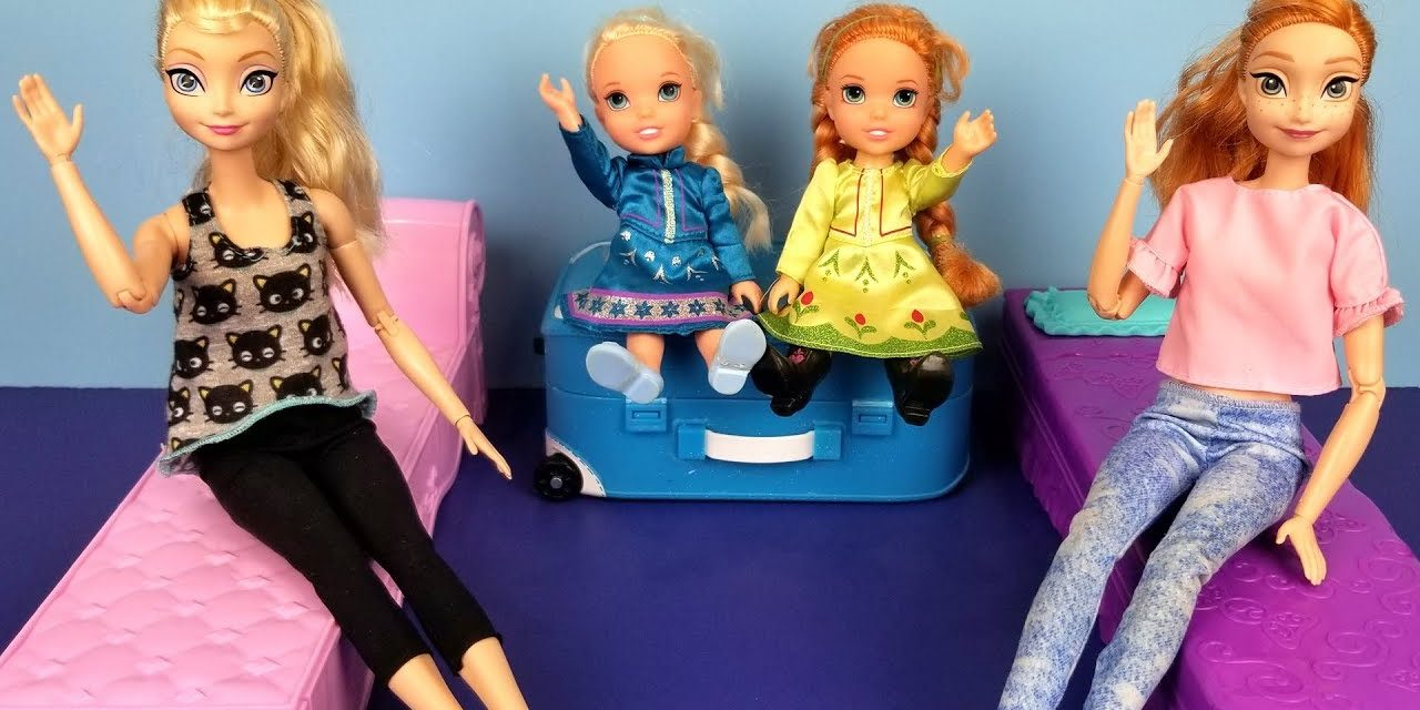 At the HOTEL ! Elsa and Anna toddlers – unpacking – bedtime – vacation trip – bath